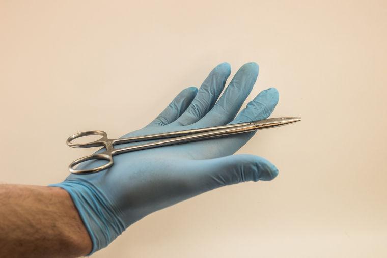Chirurgisches Instrument der Tierarztpraxis Dres. Mäusl